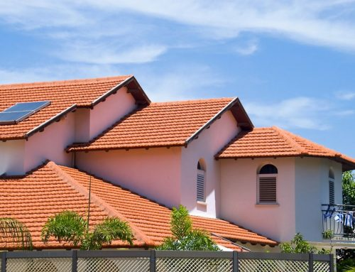 Aislamiento térmico acústico en paneles para techos